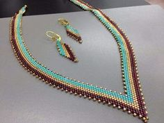 Beadweaving Basics: How Thread Color Influences Beads ~ Seed Bead Tutorials Seed Bead Necklace, Seed Bead Bracelets, Seed Bead Jewelry, Bead Jewellery, Beaded Earrings, Seed Beads, Pendant Necklace, Collar Redondo, Bead Earrings