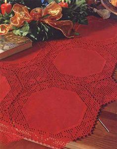 Material: - Linha Esterlina 5 (nov. de 230m), 4 nov. na cor 33 (vermelha). - Ag. para crochê de aço niquelado Corrente Milward de 1,50mm. - Tecido de algodão na cor vermelha similar a cor da linha 9 peças com 20x20cm.         Criação e