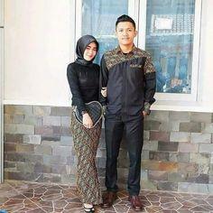 Batik Kebaya, Batik Dress, Batik Couple, Couples Modeling, Batik Fashion, Sarongs, Muslim Dress, Wedding Bride, Shirt Style