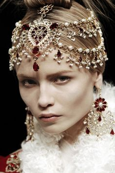 """ALEXANDER MCQUEEN - somewhat reminds me of the """"lost diadem"""" of Ravenclaw!!"""