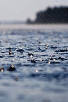 I really love rain photos Water Drops, Rain Drops, Fuerza Natural, I Love Rain, Singing In The Rain, Getting Wet, Rainy Days, Vincent Van Gogh, Art Photography