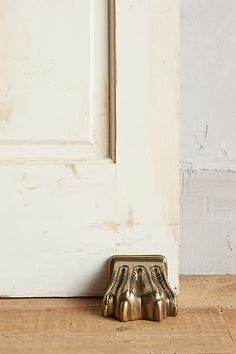 Ooo love this ! Antiqued Claw Doorstop