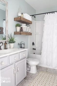 New bath room modern design blue powder rooms Ideas Bathroom Colors, Gray Vanity, Small Bathroom Remodel, Amazing Bathrooms, Bathroom Makeover, Chic Bathrooms, Farmhouse Chic Bathroom, Small Farmhouse Bathroom, Small Remodel