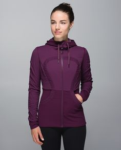 We know  that change is constant (especially when it comes to the weather), so we designed this jacket to keep us covered.  The tight fit makes it a great mid-layer and  Swift fabric helps cut the wind chill when we're wearing it on its own. Bonus alert: this jacket is reversible so it's even ready for when we change our minds.
