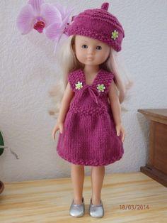 Aujourd'hui c'est ma Camille aux mèches roses que j'ai à la maison depuis quelque temps maintenant (arrivée toute nue) qui vous prése... Crochet Doll Clothes, Knitted Dolls, Doll Clothes Patterns, Clothing Patterns, Girl Dolls, Baby Dolls, Nancy Doll, Couture, Knit Fashion