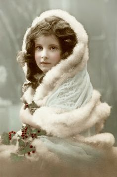 Tattered Treasures: The Prettiest Vintage Christmas Photo!