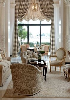 There is something about arched windows that gets me inspired. Check out these arched windows y design options and learn what works, and what doesn't. Arched Window Treatments, Treatment Rooms, Custom Window Treatments, Design Living Room, Living Rooms, Living Spaces, Family Rooms, Decoration Design, Design Furniture