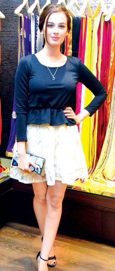 Evelyn Sharma 'skirts' the issue #Fashion