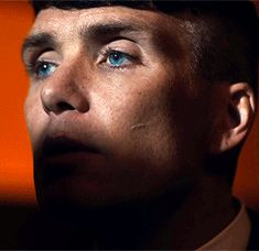 Light naturally contouring his face and those bright bluuue eyes Peaky Blinders Tommy Shelby, Peaky Blinders Thomas, Cillian Murphy Peaky Blinders, Hot Actors, Actors & Actresses, Murphy Actor, Hip Hop And R&b, Dapper Gentleman, Tom Hardy
