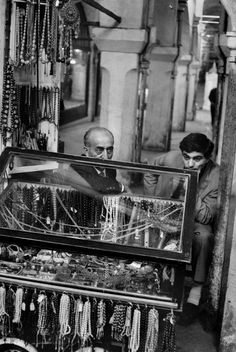 Henri Cartier-Bresson // Turkey, 1964 - Istanbul. The Grand Bazaar.