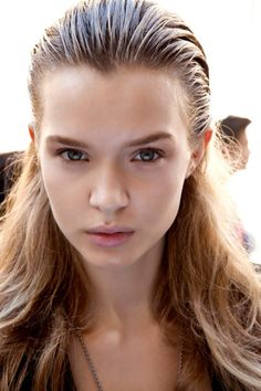Catwalk Hairstyles Giambattista Valli Wet Look Hair Young talent Slick Hairstyles, Spring Hairstyles, Catwalk Make-up, Wet Look Hair, Ag Hair Products, Runway Hair, Slicked Back Hair, Sleek Ponytail, Hairstyle Look