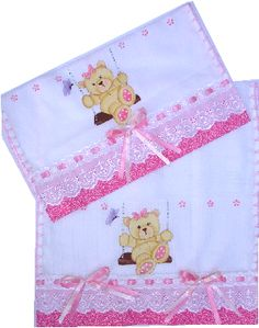 Fraldinha de ombro e boca!! Baby Burp Cloths, Cloth Diapers, Baby Embroidery, Baby Sandals, Baby Pillows, Baby Needs, Baby Crafts, Baby Sewing, Baby Quilts
