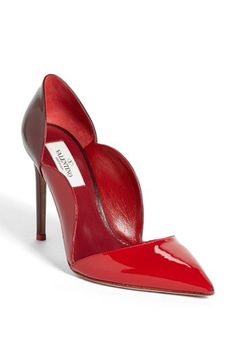 Valentino Scalloped Pump