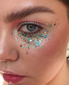 5 Non-Offensive Festival Make-Up Ideas Rave Makeup festival Ideas makeup NonOffensive Skull Makeup, Makeup Art, Beauty Makeup, Hair Makeup, Glitter Face Makeup, Glitter Gel, Sparkle Makeup, Glitter Shoes, Glitter Eyeshadow