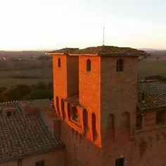 Winter Sunset  #sanfabiano #medieval #castle #wedding #event #venue #destinationweddings #charming #romantic #bedandbreakfast #holidays #honeymoon #siena #tuscany #tuscanygram #italy