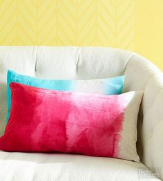 DIY Christmas Gifts | Give the gift of a trendy ombre pillow cover this Christmas.