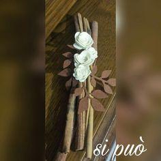 Cannella decorata con fiori di feltro
