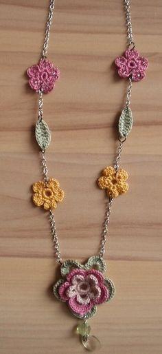 Chrochet Flower Necklace Inspiracion ✿Teresa Restegui http://www.pinterest.com/teretegui/✿