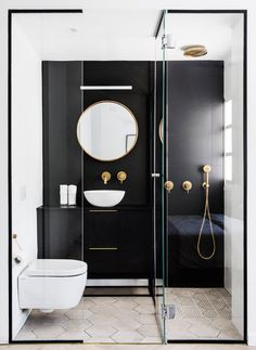 Black framed shower is dramatic and chic # shower room - Badezimmer Ideen -