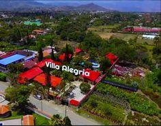 Finca Villa Alegría Chinauta / CHINAUTA cuenta con una de las mejores fincas para su descanso con capacidad para 96 personas en habitación y 15 en camping.