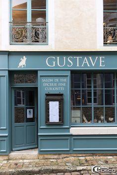 « Gustave », Salon de thé, épicerie fine, curiosités Raphaël Llado et Sébastien Levavasseur 18 rue Ville Close, 61130 BELLÊME Téléphone : 00 33 (0)2 33 73 94 89