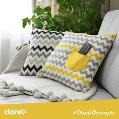Aproveite as almofadas do sofá para guardar os comandos da televisão. Basta coser na almofada o bolso de umas calças que já não usa para que saiba sempre onde está o comando. :)