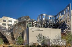Cleveland Clinic Lou Ruvo Center for Brain Health in las Vegas by Frank Gehry Modernist Movement, Cleveland Clinic, Holiday 2014, Frank Gehry, Architecture Old, Brain Health, Postmodernism, Mount Rushmore, Las Vegas