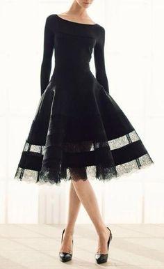 Uzun Kollu Kayık Yaka Siyah Kısa Elbise