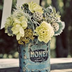 simple floral arrangement in vintage tins Colour Schemes, Color Combos, Colour Palettes, Room Photo, Deco Floral, Vintage Tins, Upcycled Vintage, Vintage Theme, Color Pallets