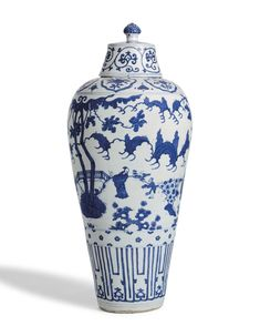 A MASSIVE BLUE AND WHITE VASE AND COVER, MEIPING MING DYNASTY, WANLI PERIOD