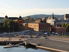 Oslo - Nella città norvegese ci sono più di quattro mila auto elettriche. Il centro, di piccole dimensioni, è percorribile anche in bici.