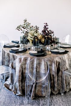 Who knew that dried flower centerpieces and snakeskin tablecloths went so well together? We LOVED putting together this modern and moody editorial at Mr.C's Beverly Hills #beverlyhillswedding #modernwedding Wedding Advice, Wedding Ideas, Wedding Decor, Hotel Wedding Inspiration, Edgy Wedding, London Wedding, Intimate Weddings, Destination Wedding Photographer, Beverly Hills