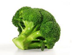 "Saft-Rezept ""Grüne Oase"" mit Brokkoli, Grünkohl und Mangold Zutaten: 100 g Brokkoli 100 g Grünkohl 250 g Mangold 200 g Karotten 2 Tropfen Speiseöl"