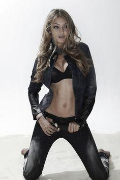 Gigi Hadid Bra (2)