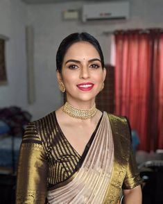 jewellery wedding unique indian bridal season south ideas this for Unique South Indian Bridal Jewellery Ideas For This Wedding SeasonYou can find South indian jewellery and more on our website Pattu Saree Blouse Designs, Saree Blouse Patterns, Designer Blouse Patterns, Latest Saree Blouse Designs, High Neck Saree Blouse, Sari Design, Fancy Blouse Designs, Bridal Blouse Designs, Traditional Blouse Designs