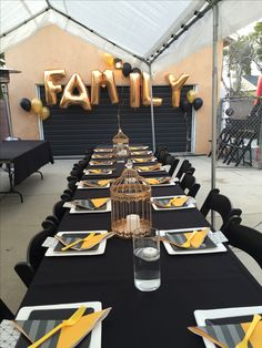 Family party in the courtyard Graduation Open Houses, High School Graduation Gifts, Graduation Decorations, Graduation Party Decor, Graduation Ideas, Outdoor Graduation Parties, Grad Parties, Trunk Party, Gold Party