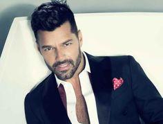 El cantante Ricky Martin, tras su presencia en la 'alfombra magenta' previa a la ceremonia de Premios Lo Nuestro comunicaba