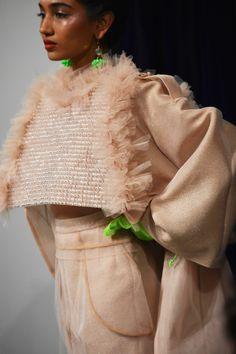 Amazing design by KIRSTY WARD - DAVID LONGSHAW, On/Off London! Insect Photos, Kids Fashion, Fashion Show, Vogue Japan, Show Photos, Alberta Ferretti, Looking Stunning, Fashion Stylist, Knitwear