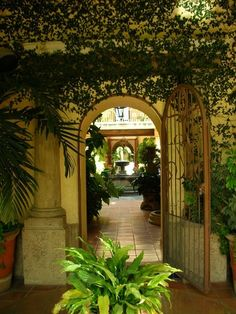 Mexican Hacienda from Destilando Amor - Bucket List Check Spanish Style Decor, Spanish Style Homes, Spanish Revival, Spanish House, Spanish Colonial, Mexican Hacienda, Mexican Style, Hacienda Homes, Hacienda Style