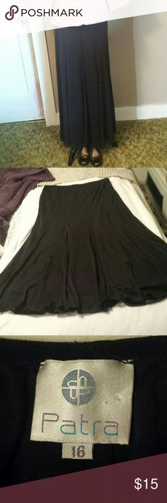 Patra Flowing A-line Black Skirt Size 16 This flowing flack skirt has multiple layers of sheer fabric over a lining. It is made by Para and is a size 16. This skirt has a thin elastic waistband, it is a flowing A-line, and is in excellent condition. Patra Skirts A-Line or Full