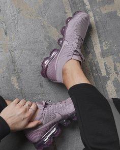 Nike Air VaporMax «Plum Fog» Credit : Size? Acessórios De Futebol, Tênis Bonitos, Sapatos Nike, Tricô Feminino, Moda Masculina Dicas, Sapatos Lindos, Sapatilhas, Estampas, Roupas