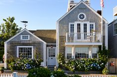 Old Wharf Cottage on Nantucket Nantucket Style Homes, Nantucket Cottage, Beach Cottage Style, Beach Cottage Decor, Coastal Cottage, Coastal Homes, Cottage Homes, Coastal Style, Modern Coastal