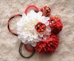画像1: 和装髪飾り白ダリア・朱赤マム・花の結び