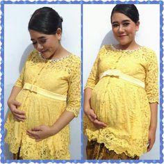 Ibu hamil + kebaya = pesona wanita sesungguhnya Kebaya Lace, Kebaya Hijab, Maternity Dresses, Maternity Fashion, Hijab Fashion, Fashion Dresses, Kebaya Wedding, Model Kebaya, Mothers Dresses