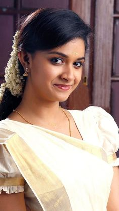 Keerthi Suresh south indian tollywood actress from TV serials and movies having hot plus size body showing their intimate juicy and curvy se. Beautiful Girl Indian, Most Beautiful Indian Actress, Beautiful Saree, Beautiful Actresses, Beautiful Women, Keerthy Suresh Hot, Keerti Suresh, India Beauty, Asian Beauty