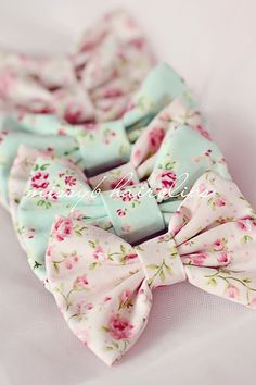I am looking for these online because they are so cute and I LOVE bows I wear them all the time! If I can't find them I think I will just buy a similar fabric and make them myself.