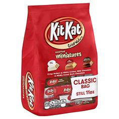 Kit Kat Candy, Kosher Candy, Filled Candy, Chocolate Packaging, Candy Bowl, Favorite Candy, Dark Chocolate Chips, Food Gifts, Gourmet Recipes