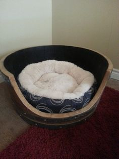 Why not turn it into a cat bed with these 10 functional upcycled cat beds that look cool too. – Computer This fun cat bed is made from the frame of an old Apple® iMac Computer.