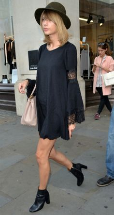 Celebrity Street Style Picture Description Stumped by Early Fall Style? Taylor Swift Just Wore Your New Favorite Transitional Outfit, So Take Style Taylor Swift, Taylor Taylor, Mode Country, Street Looks, Look Boho, Vogue, Autumn Street Style, Look At You, Autumn Winter Fashion
