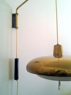 Cool midcentury wall-mount lamp.